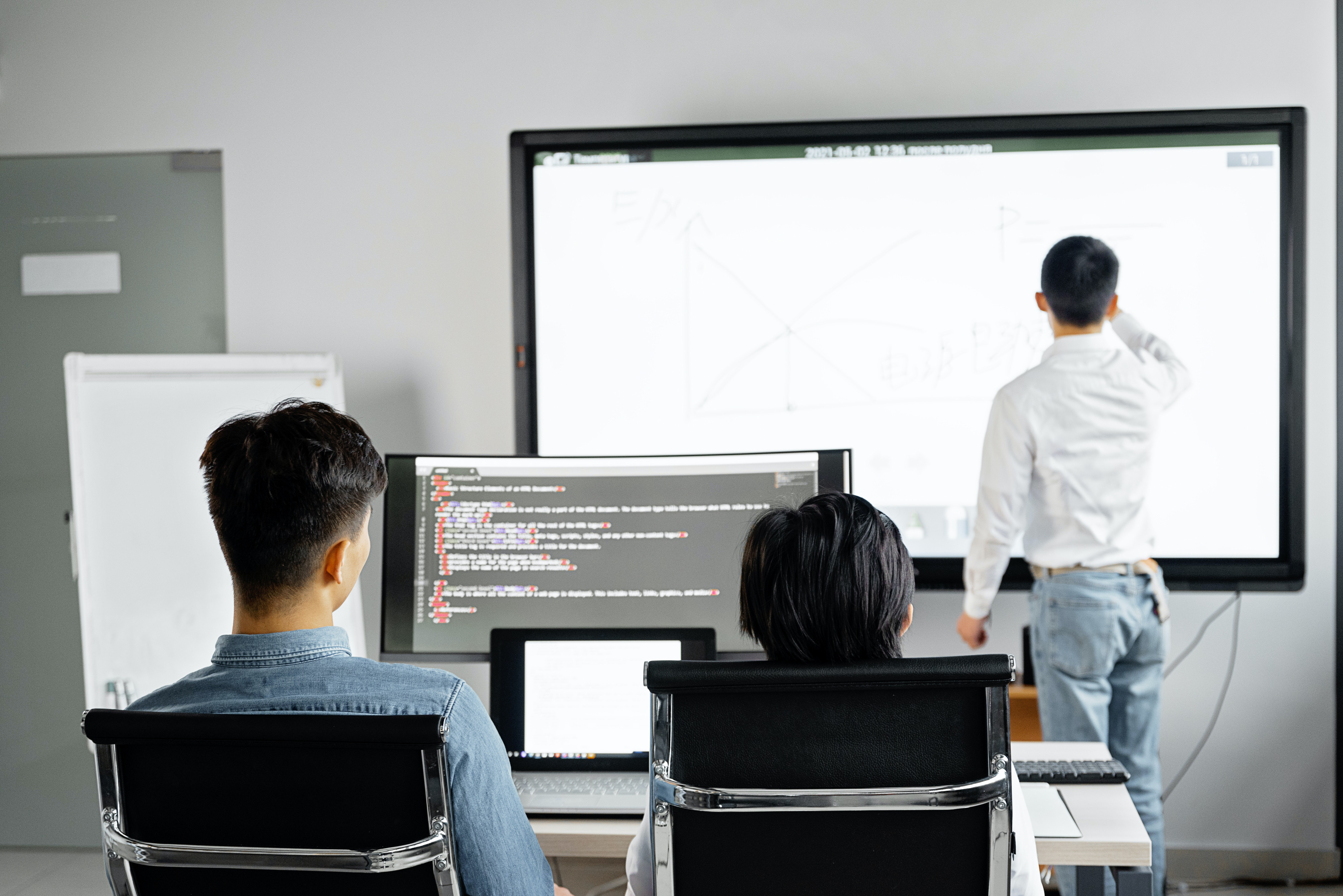8-Tips-to-Choose-the-Right-Custom-Software-Development-Company